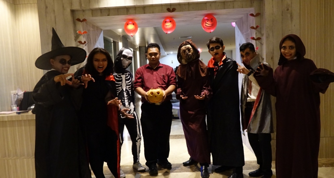 Hebohnya Halloween Dinner Party di Beverly Hotel Batam