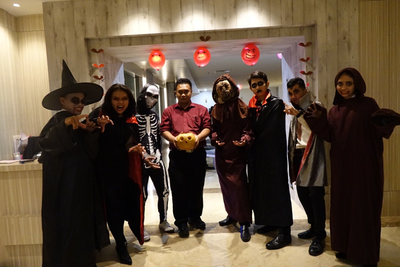 Hebohnya Halloween Dinner Party di Beverly Hotel Batam
